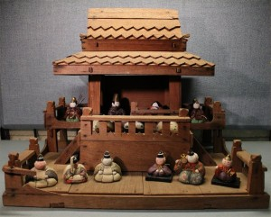 "A ""goten"" or palace for dolls. This can be used independently for display, or placed on the highest tier for the dairi-bina. This small goten holds all 15 hina of a tiny kimekomi set."